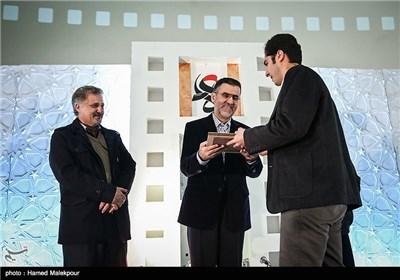 تقدیر از برگزیدگان چهارمین جشنواره مردمی فیلم عمار توسط حجت الله ایوبی رئیس سازمان سینمایی