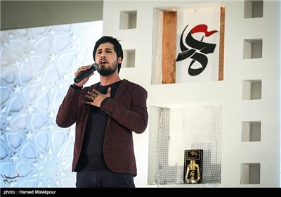 اجرای موسیقی توسط حامد زمانی در مراسم افتتاحیه چهارمین جشنواره مردمی فیلم عمار