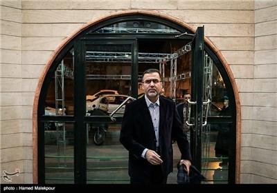 حجت الله ایوبی رئیس سازمان سینمایی هنگام ورود به مراسم افتتاحیه چهارمین جشنواره مردمی فیلم عمار