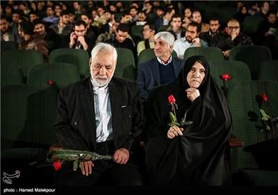 حضور خانواده شهدا در مراسم افتتاحیه چهارمین جشنواره مردمی فیلم عمار