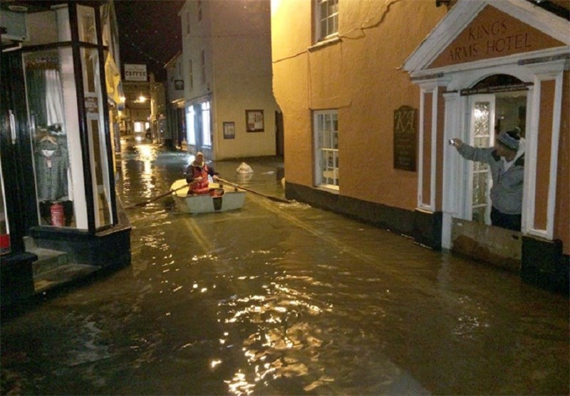 UK Swept by Destructive, '17 Year-High' Tidal Surge (+ Photos)