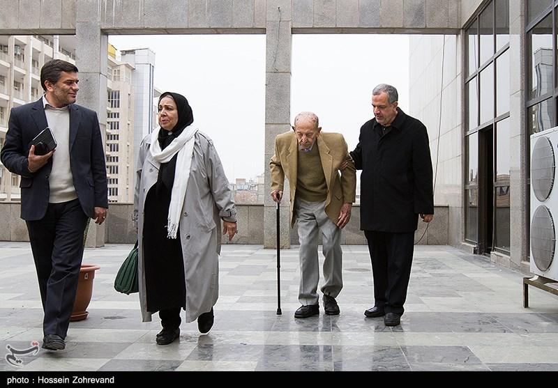 احمد مسجدجامعی رئیس شورای شهر تهران ، مرتضی احمدی بازیگر و شمسی فضل الهی بازیگر هنگام ورود به جلسه