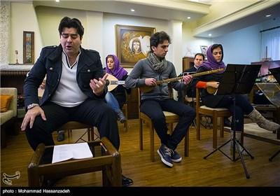 سالار عقیلی خواننده کنسرت زمزمه ها