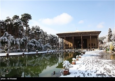 Photos: Snow Covers Historic City of Isfahan
