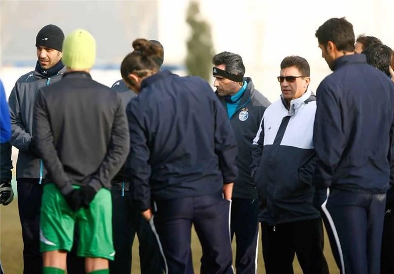 حضور مربی تیم ملی و شایعه جدایی تیموریان/ آبیپوشان پنالتی زدند