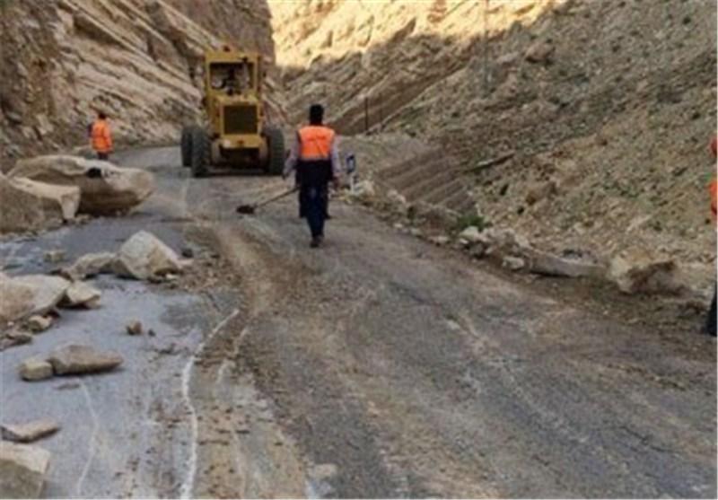 بازگشایی مسیر آبدانان - دره شهر بعد از ریزش کوه