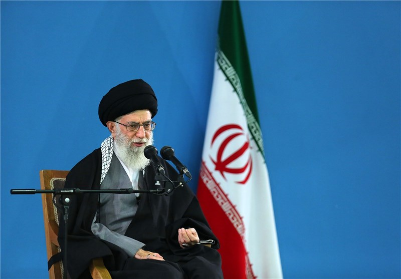 Leader Urges Iranian Students to Amass Knowledge, Help Country's Development