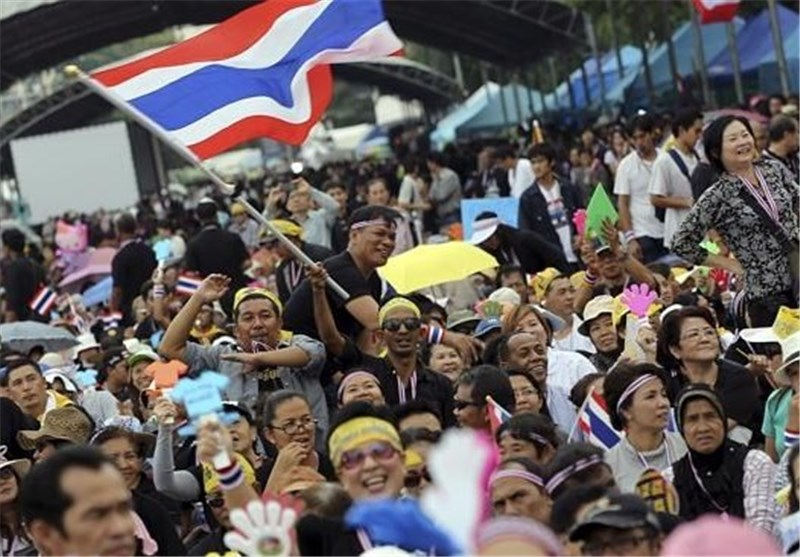 Rice Farmers Besiege Thai PM's Office as Protesters Surround Gov't HQ