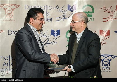 اعطای حکم مشاور معاون هنری وزیر ارشاد به قادر آشنا توسط علی مرادخانی