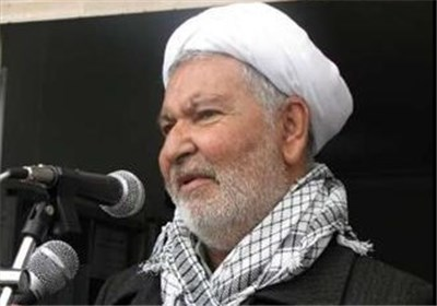 عالم دینی سنی: فرنسا تضمر عداء واضحا ضد الاسلام