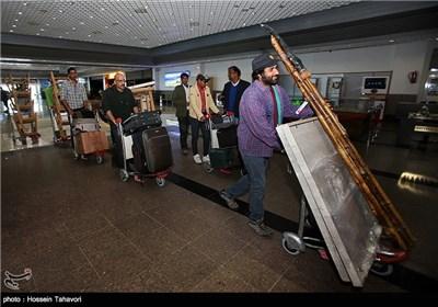 ورود هنرمندان به جزیره کیش برای شرکت در مراسم افتتاحیه سی و دومین جشنواره بین المللی تئاتر فجر