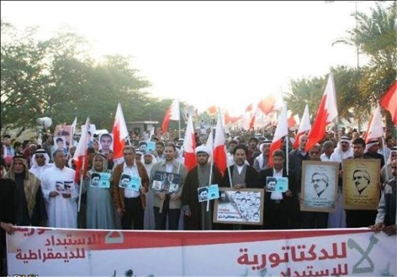 """الآلاف یتظاهرون فی البحرین تحت شعار """"لا للدکتاتوریة نعم للدیمقراطیة"""" + صور"""