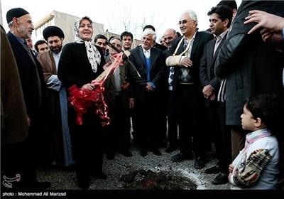 فاطمه دانشور عضو شورای شهر تهران در مراسم کلنگ زنی مجتمع فرهنگی شندآبادیهای مقیم تهران