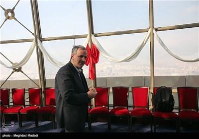 مسجد جامعی رئیس شورای شهر تهران در مراسم جشن عقد 60 زوج برفراز برج میلاد