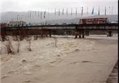 طغیان رودخانه سبب شکستگی لوله و قطع آب گناوه شد