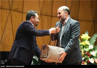 علیرضا پاشایی مدیر سابق و پیروز ارجمند مدیر جدید دفتر موسیقی در مراسم تودیع و معارفه