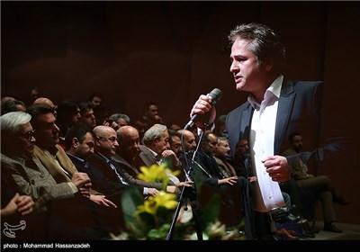 اجرای موسیقی توسط امیر تاجیک در مراسم تودیع و معارفه مدیرکل دفتر موسیقی وزارت ارشاد