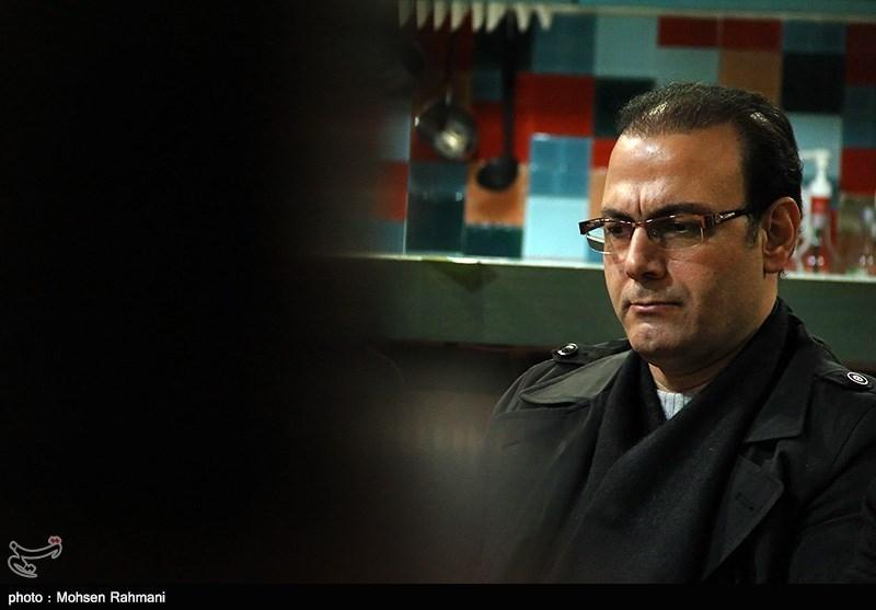 """علیرضا قربانی خواننده آلبوم """"ری تا روم"""" در مراسم رونمایی"""