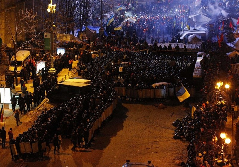 Huge Crowds Gather for 10th Weekly Anti-Govt Rally in Central Kiev