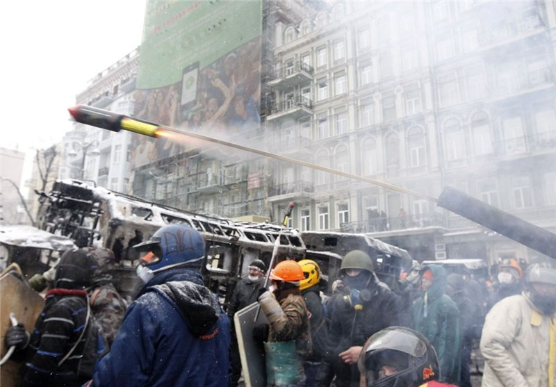Ukraine's Yanukovich Agrees to Scrap Anti-Protest Laws