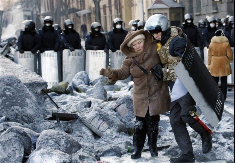 Officials Say 2 Police Captured by Kiev Protesters