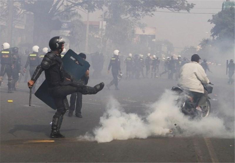پلیس کامبوج با توسل به زور تظاهرات مخالفان را درهم شکست
