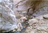استقبال مسافران نوروزی از چشمه غربالبیز مهریز در استان یزد