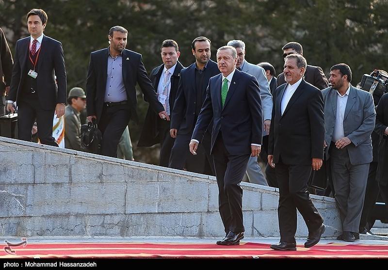 Photos: Turkish PM, Iranian First VP Meet in Tehran