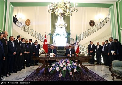 Turkish PM, Iranian First VP Meet in Tehran
