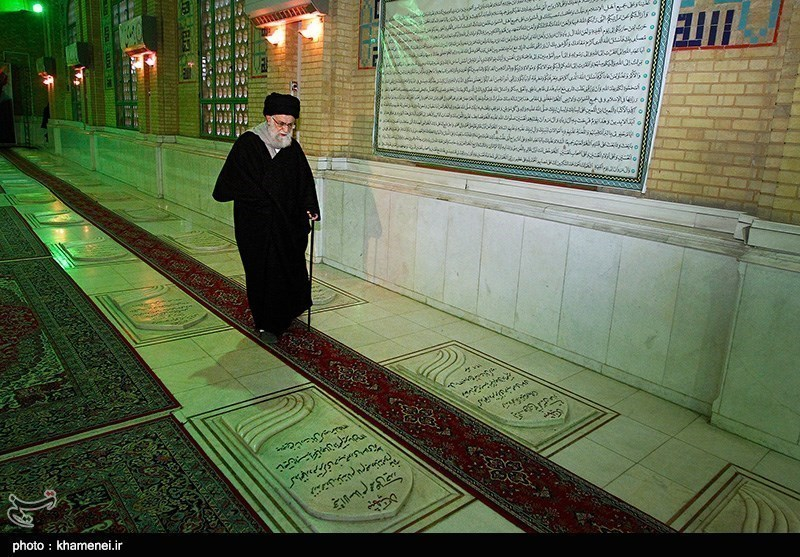 Photos: Leader Pays Tribute to Late Founder of Islamic Republic, Imam Khomeini