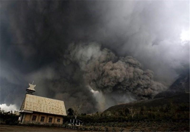 آتشفشان اندونزی جان ۱۵ نفر را گرفت