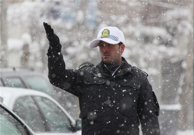 مامور در برف