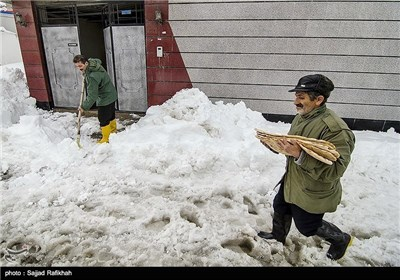 Heavy Snowfall Slams Northern Iran