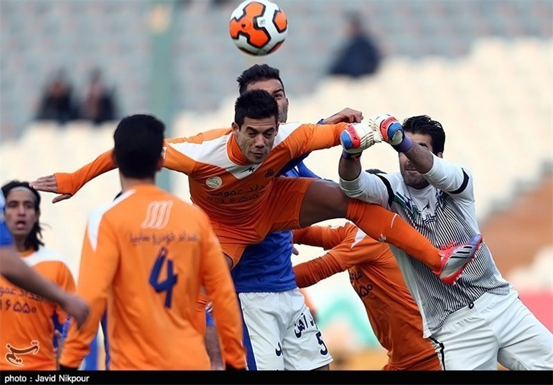 Esteghlal Remains Top of IPL Table