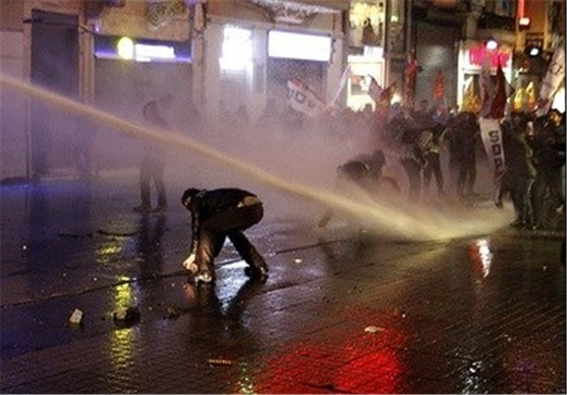Police Fire Tear Gas at Istanbul Protesters