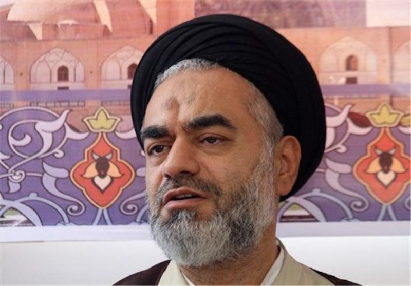 خطیب جمعه اصفهان: برجام تنها روی کاغذ است، در عمل ایران هراسی میکنند