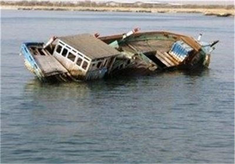 امدادگران شناور ناجی بندر گناوه ملوانان لنج تجاری در خلیج فارس را نجات دادند