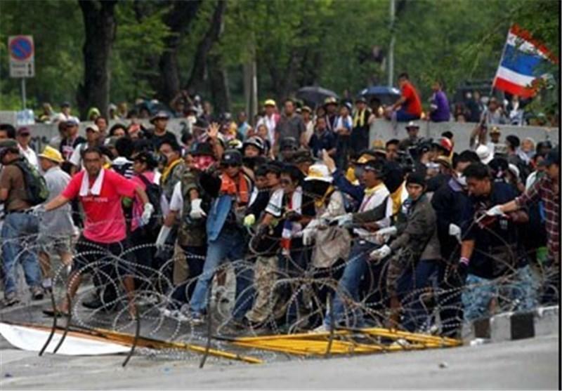 الشرطة التایلندیة تعتقل عشرات المتظاهرین المطالبین باستقالة الحکومة