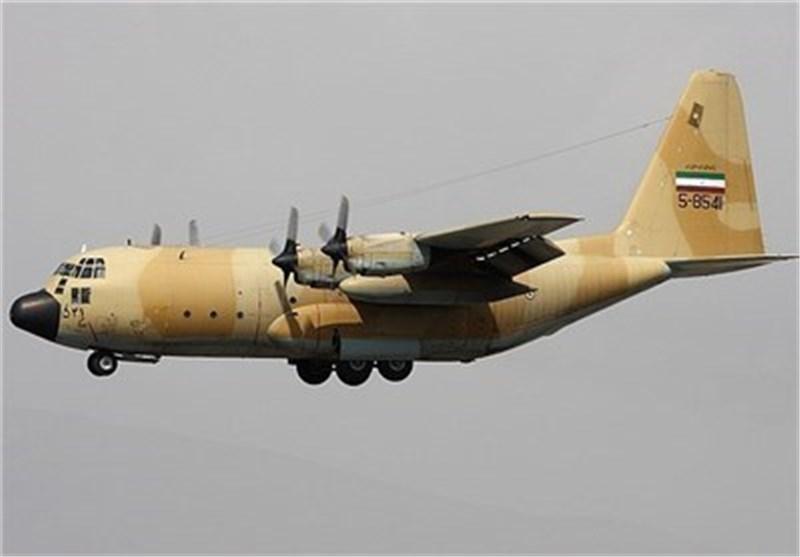 خبراء وفنیو سلاح الجو الایرانی یعیدون تأهیل طائرة نقل عسکریة من طراز سی-130