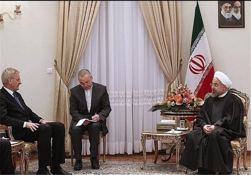 روحانی : الحظر انتهاک صارخ لحقوق الانسان یناهض مصالح الشعب و لا حل الا سیاسیا فی سوریا