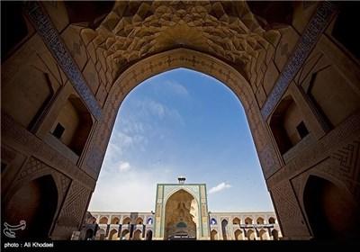 المسجد الجامع العتیق فی محافظة أصفهان رمز للتراث الإسلامی