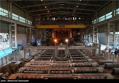 رئیس الجمهوریة یتفقد مصنع فولاذ هرمزکان
