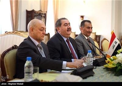 ظریف وزیباری یشارکان فی مؤتمر صحفی مشترک