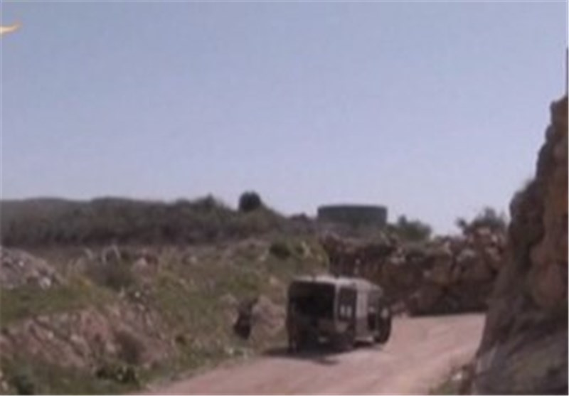 جیش الاحتلال الصهیونی یزیل ألغاماً من الجولان للحد من تقدم الجیش السوری
