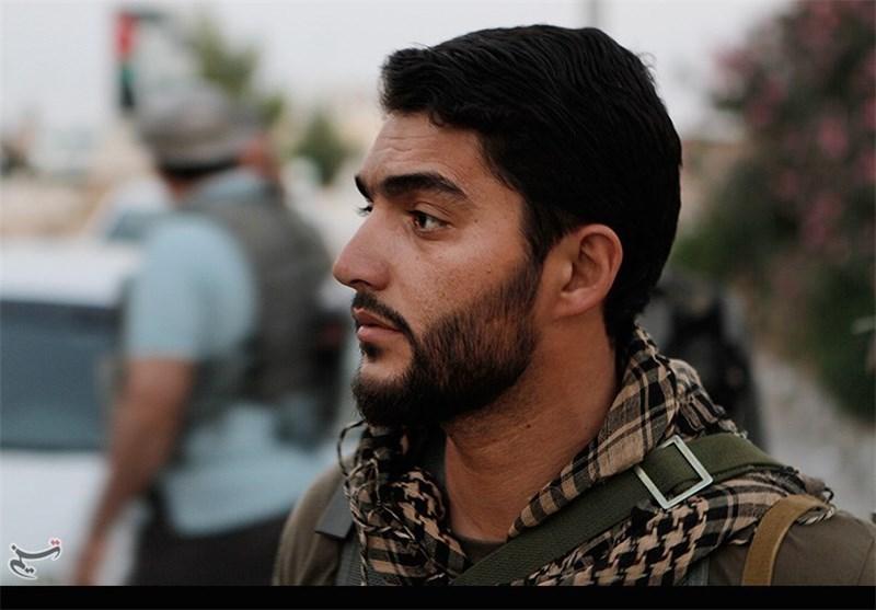 اهتزاز پرچم «یا ابالفضل(ع)» به دست شهید بیضایی در سوریه+فیلم