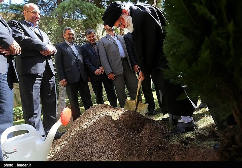 Leader Urges National Efforts to Conserve Environment