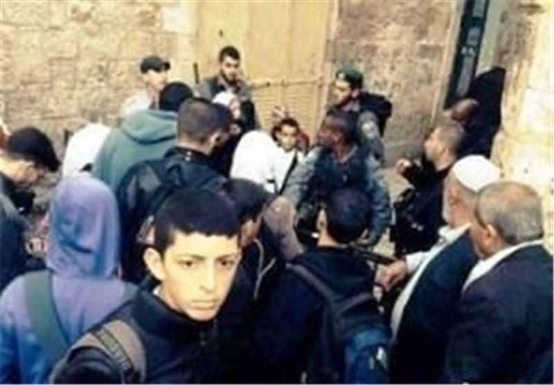 جنود الاحتلال الصهیونی یحاصرون المسجد الأقصى وسط دعوات لاقتحامه
