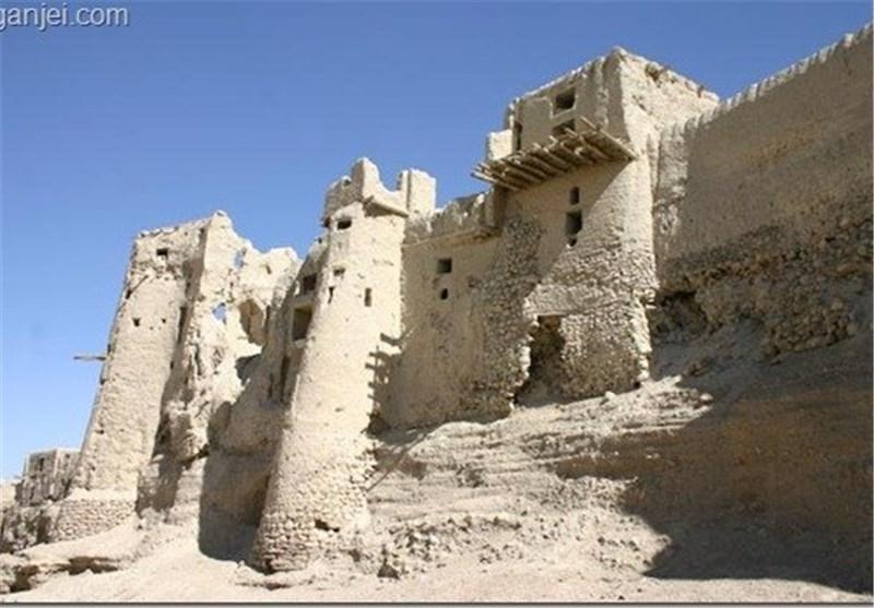 ریزش دیوار بنای تاریخی قلعه محمود آباد سیرجان