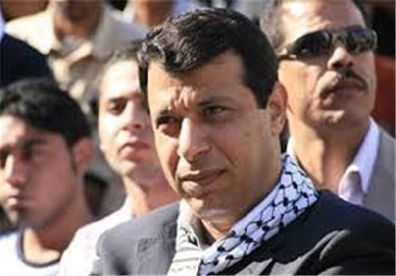 دحلان یعرض مبلغ ملیون دولار على مسؤول أمنی فلسطینی سابق مقابل العمل لصالح فریقه