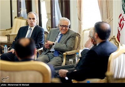 Iran's Zarif, UN Envoy on Syria Meet in Tehran